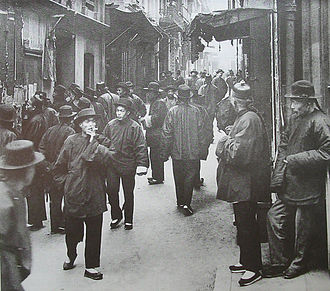 Ross Alley in SF Chinatown in 1898. Photo by Arnold Genthe.