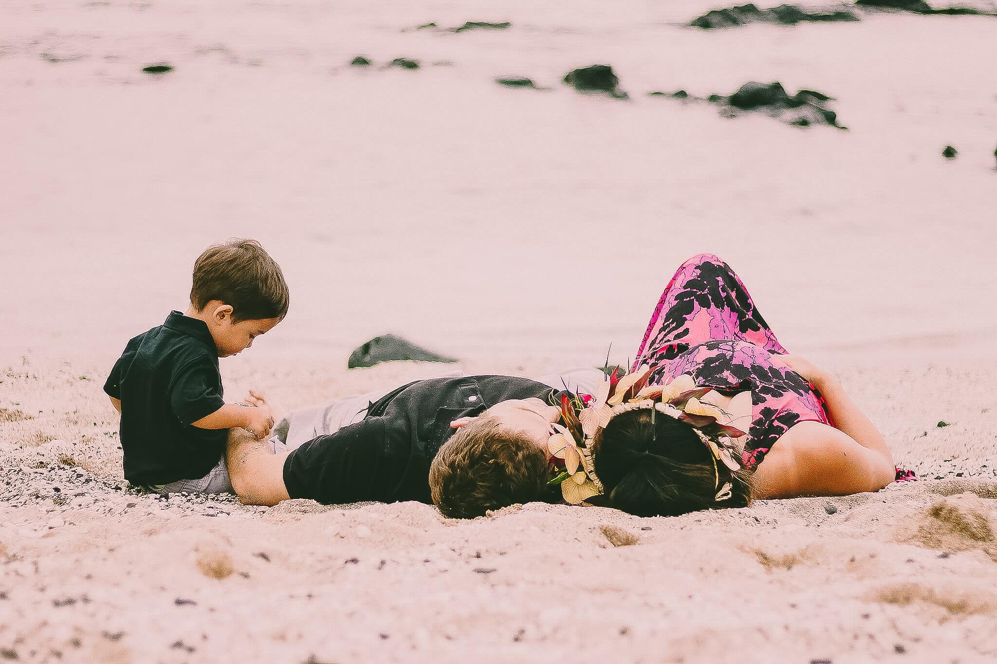 Big Island Family Photographer Beach Relaxing Unposed.jpg