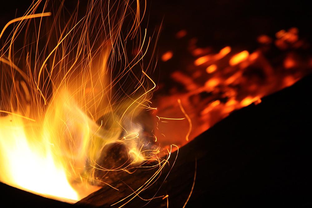 abstract-blaze-bonfire-211157.jpg