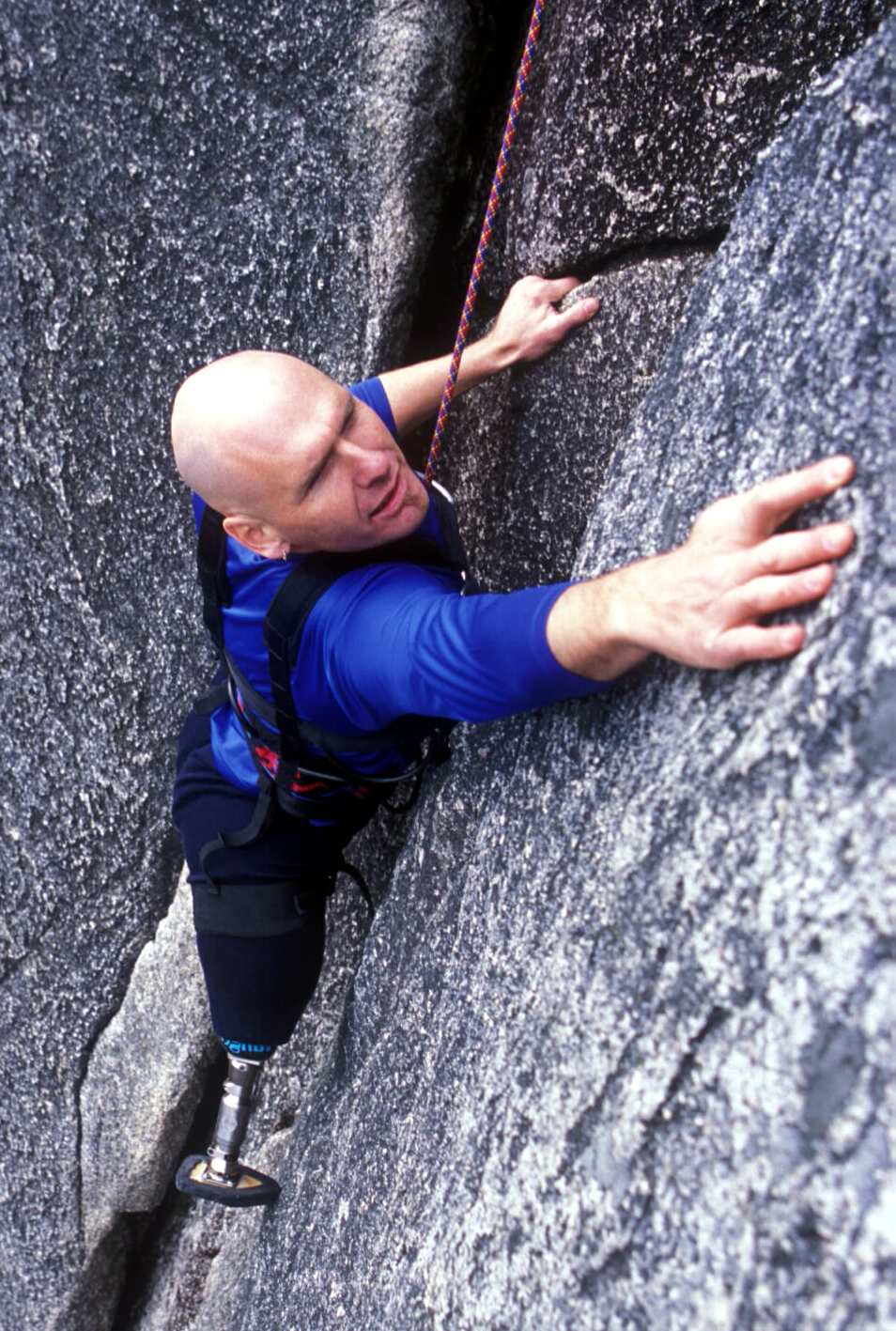 Warren Macdonald, climbing portrait (1.3 MB)