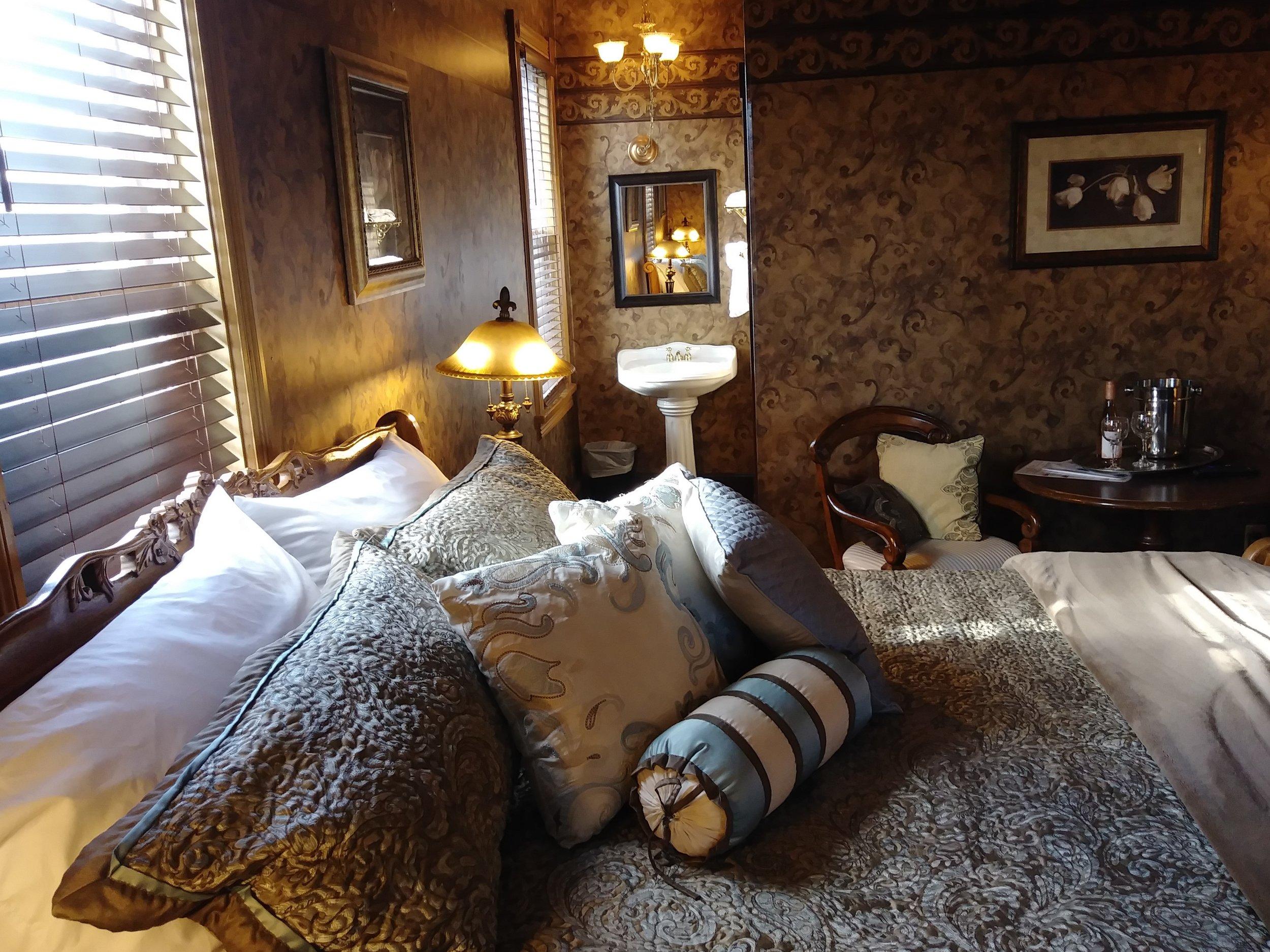 Room 201 06.jpg