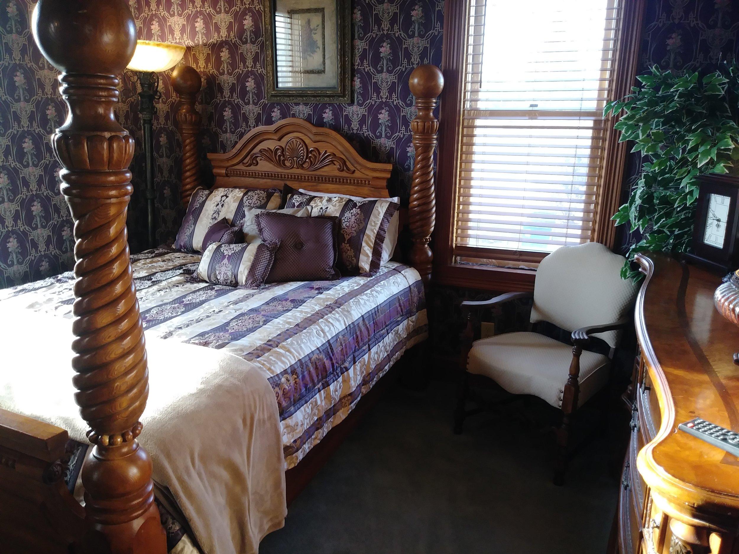 Room 203 04.jpg