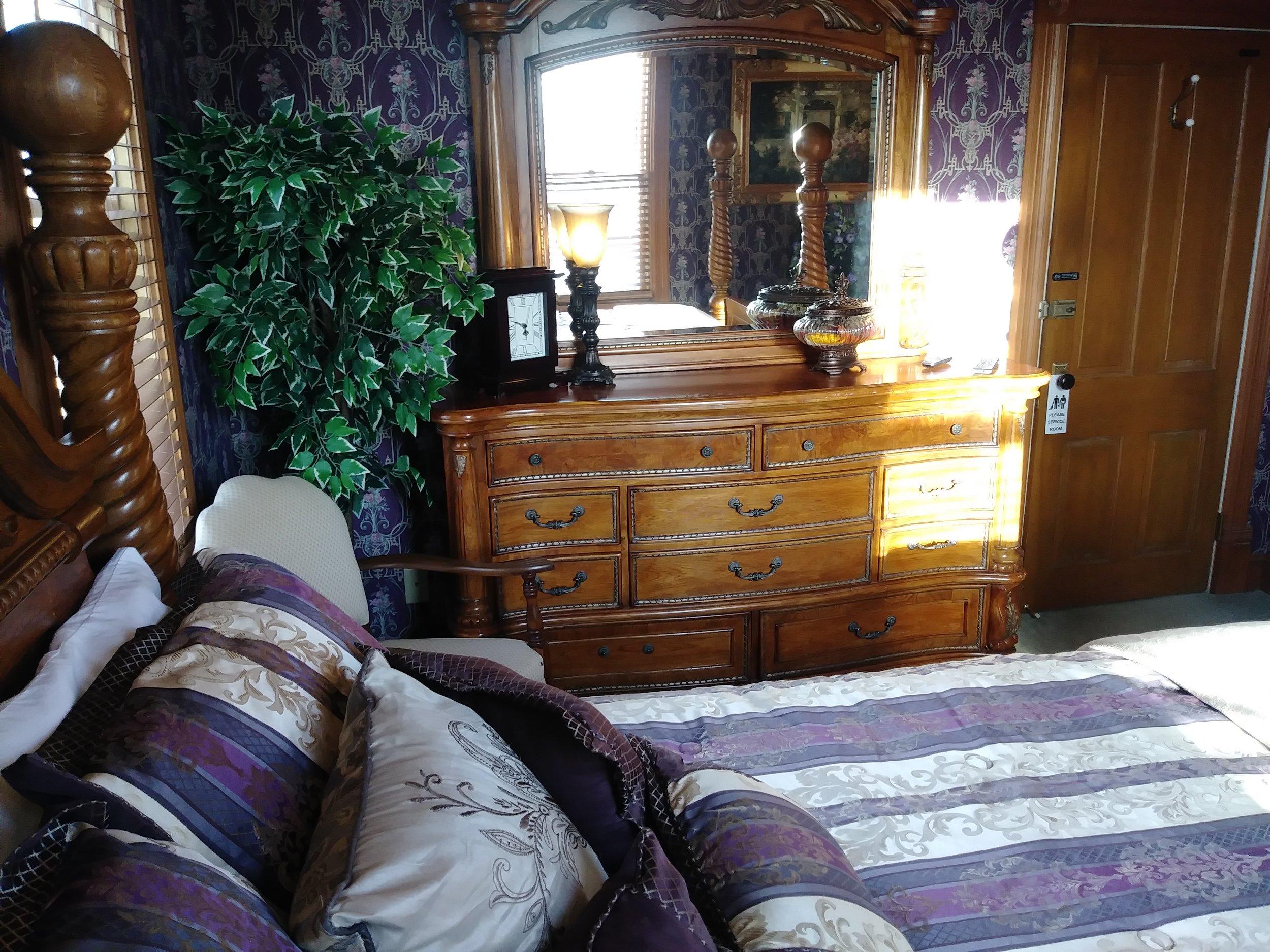 Room 203 07.jpg
