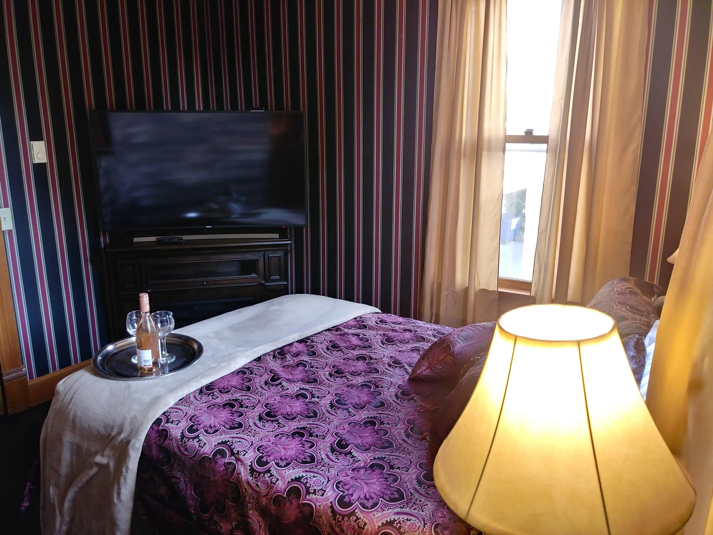Room 207 10.jpg