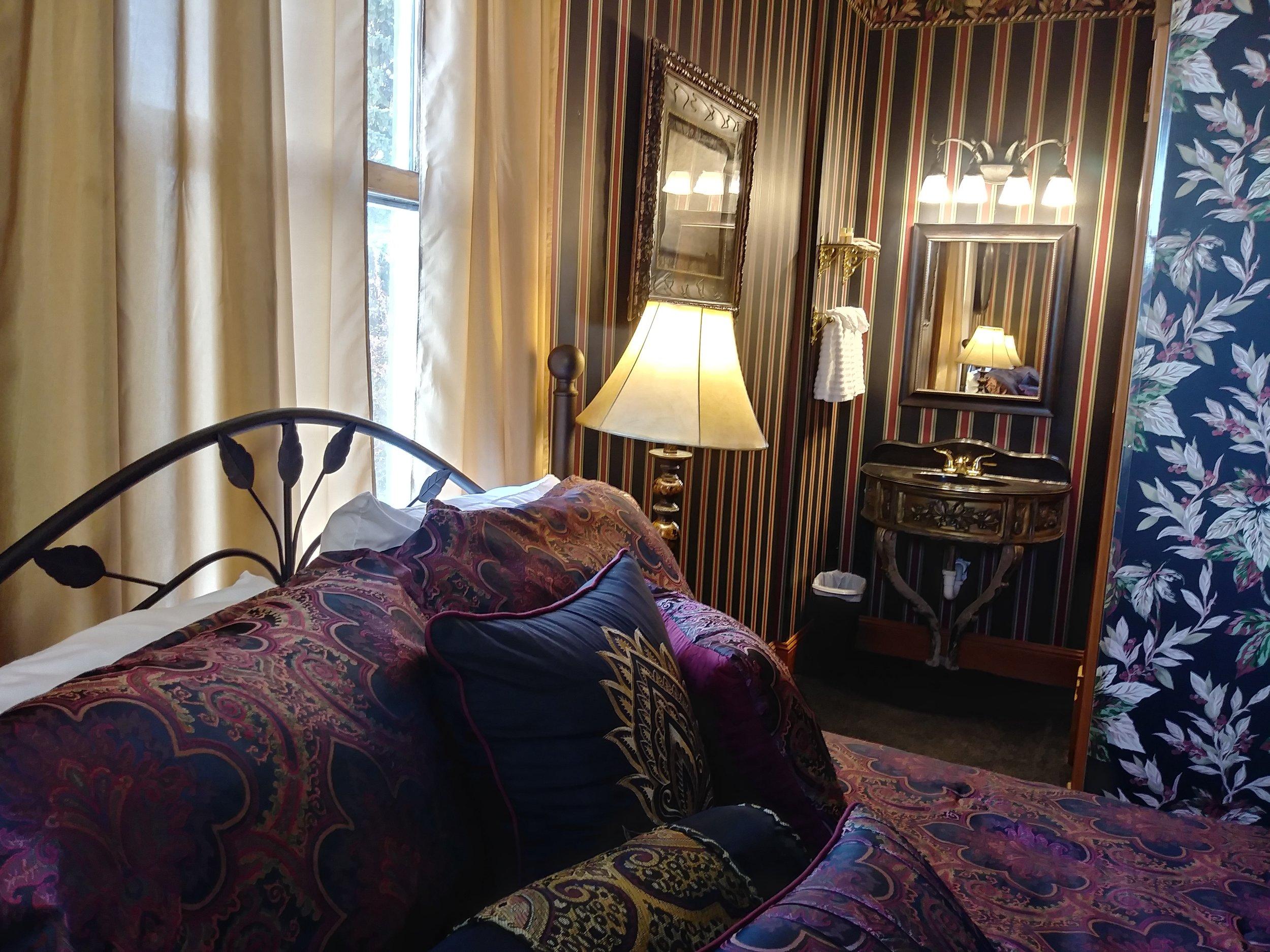 Room 207 12.jpg
