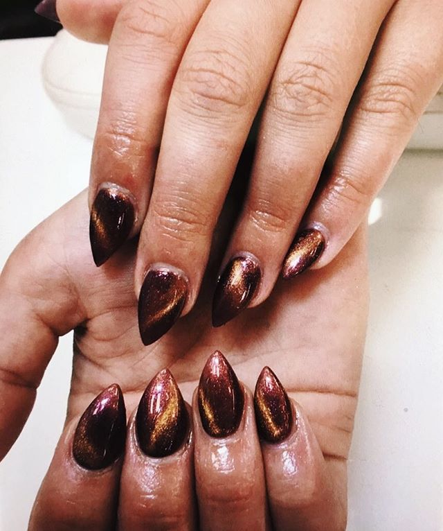 Complete your bronze goddess aesthetic this summer with claws to match 💅🏽 . . . . . . . . . . . . . . #nailart #nails #nailpolish #manicure #notd #nailstagram #ignails #acrylicnails #gelnails #bronzegoddess #nails2inspire #mountainpeaknails