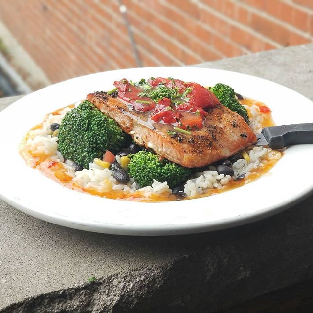 Dinner is served!  Blackened Salmon | Rice | Broccoli | Roasted Red Peppers | Honey Garlic Habanero | $11.95  Don't forget that tomorrow is Cinco de Derby and Sunday is marathon day, and we'll buy all runners their first Blue Moon on us! The Flow Band will be on the patio from 1-4pm this Sunday as well!
