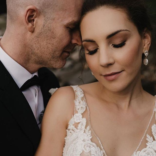 My beautiful bride 🙌🏼 even though the weather didn't turn out, it doesn't matter because you were an absolute vision!  Key products: @bobbibrown foundation  @modelrocklashes ultra luxe lashes  @mellowcosmetics gel liner @nudestix bondi bae  @beccacosmetics beach tint