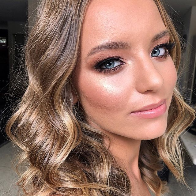 How I love formal girls, not a pore or wrinkle in sight on this genetically blessed beauty. @hollyawyzio making my job easy!  Prep:  @ctilburymakeup magic cream @tatcha silk canvas  @olehenriksen banana bright eye cream  @meccamax bring on bright primer Foundation:  @narsissist all day luminous  @narsissist creamy concealer  @lauramercier translucent powder Eyes: @anastasiabeverlyhills soft glam palette  @maccosmeticsaustralia tan pigment @mellowcosmetics gel liner Lashes:  @hava_beauty_co 10mm & 12mm  Contour, highlight & blush: @nudestix bondi bae layered with @benefitaustralia hoola bronzer @beccacosmetics opal layered with @fentybeauty killawatt highlight @beccacosmetics beach tint watermelon layered with @maccosmetics peaches blush  Lips: @mellowcosmetics liner in rose layered with @fentybeauty gloss bomb