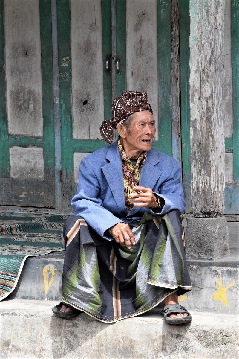 Tetua dusun saksi pergeseran jaman / Village elder witnessing generational changes
