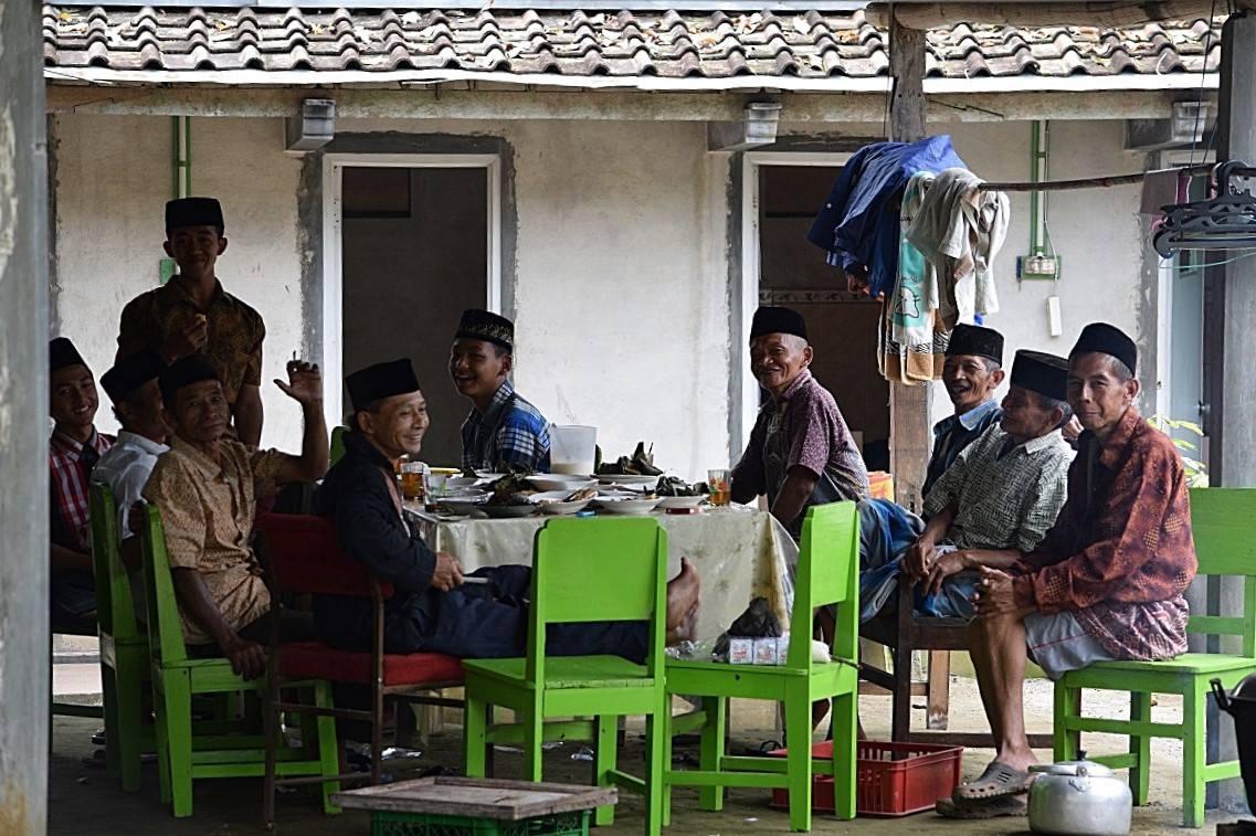 Hajatan keluarga di desa / Family celebration in the village