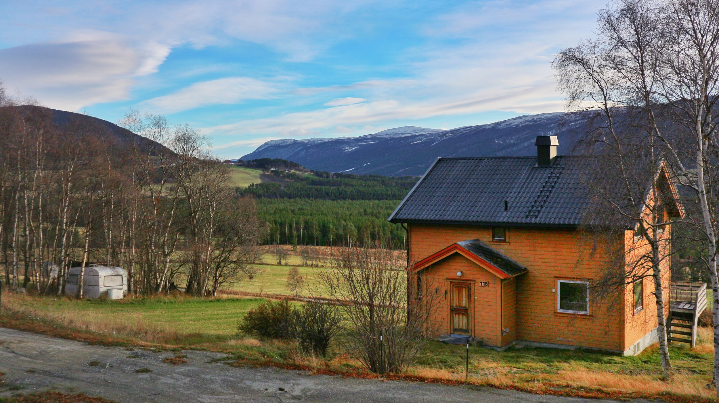 Huset med usikt sør/aust i Gudbrandsdalen