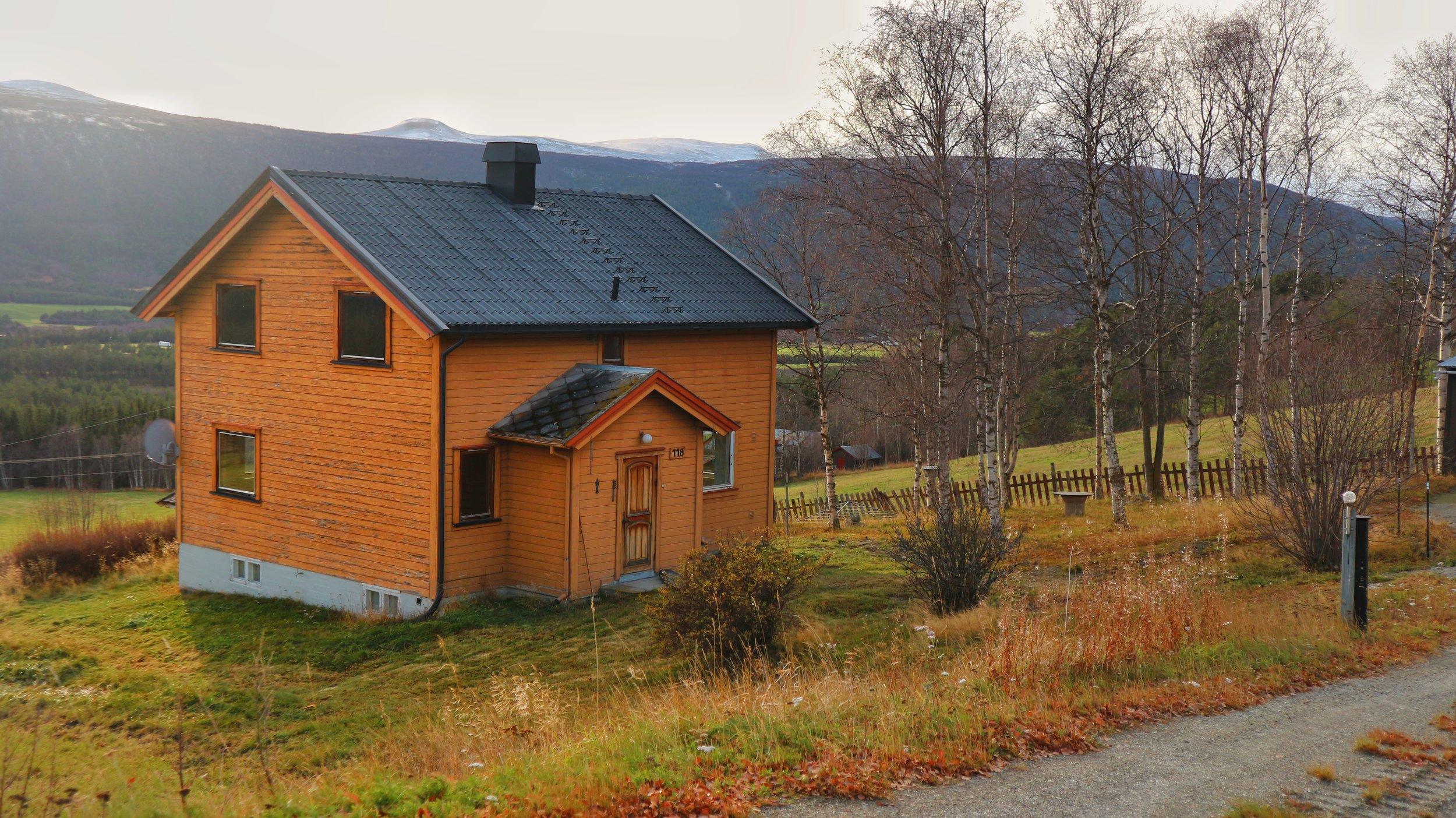 Hus og utsikt nord/vest