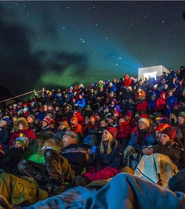 Kan du tenke de en bedre kinosal? 🤩 Oss gleda oss te @fjellfilm i haust! 🏕🏔📽💚 . . 📸 @fjellfilm  #nordgudbrandsdal #komtiloss #fjellfilm #nasjonalparkriket #gjendesheim #liveterbestute #friflyt