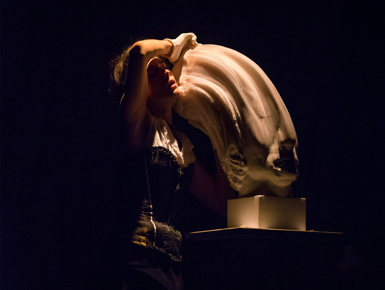 Célia Catalifo with sculpture by Li Hongbo