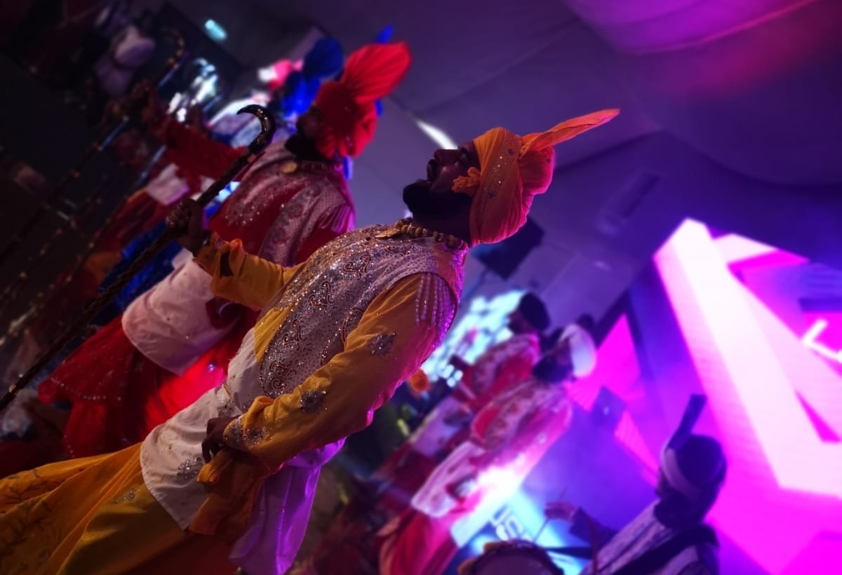 helping you add that extra panache with - live entertainment