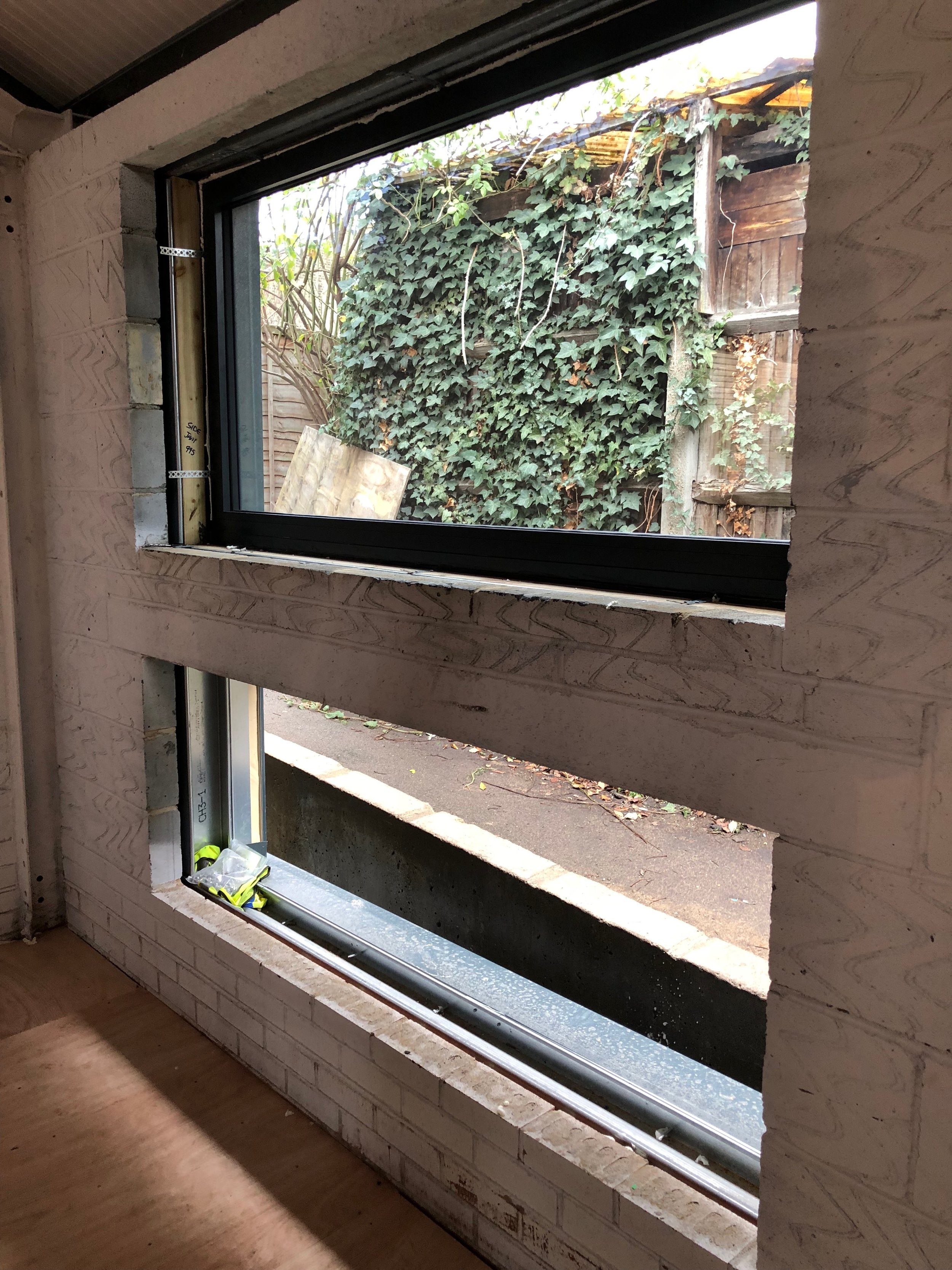 Double glazed for thermal and acoustic insulation