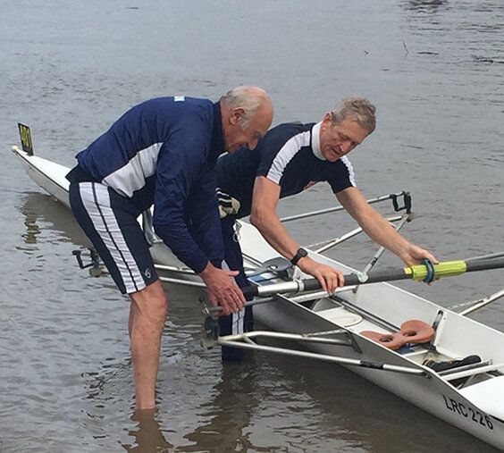 Tony Lynn (left) and Jonny Akehurst setting up for the Pairs Head.