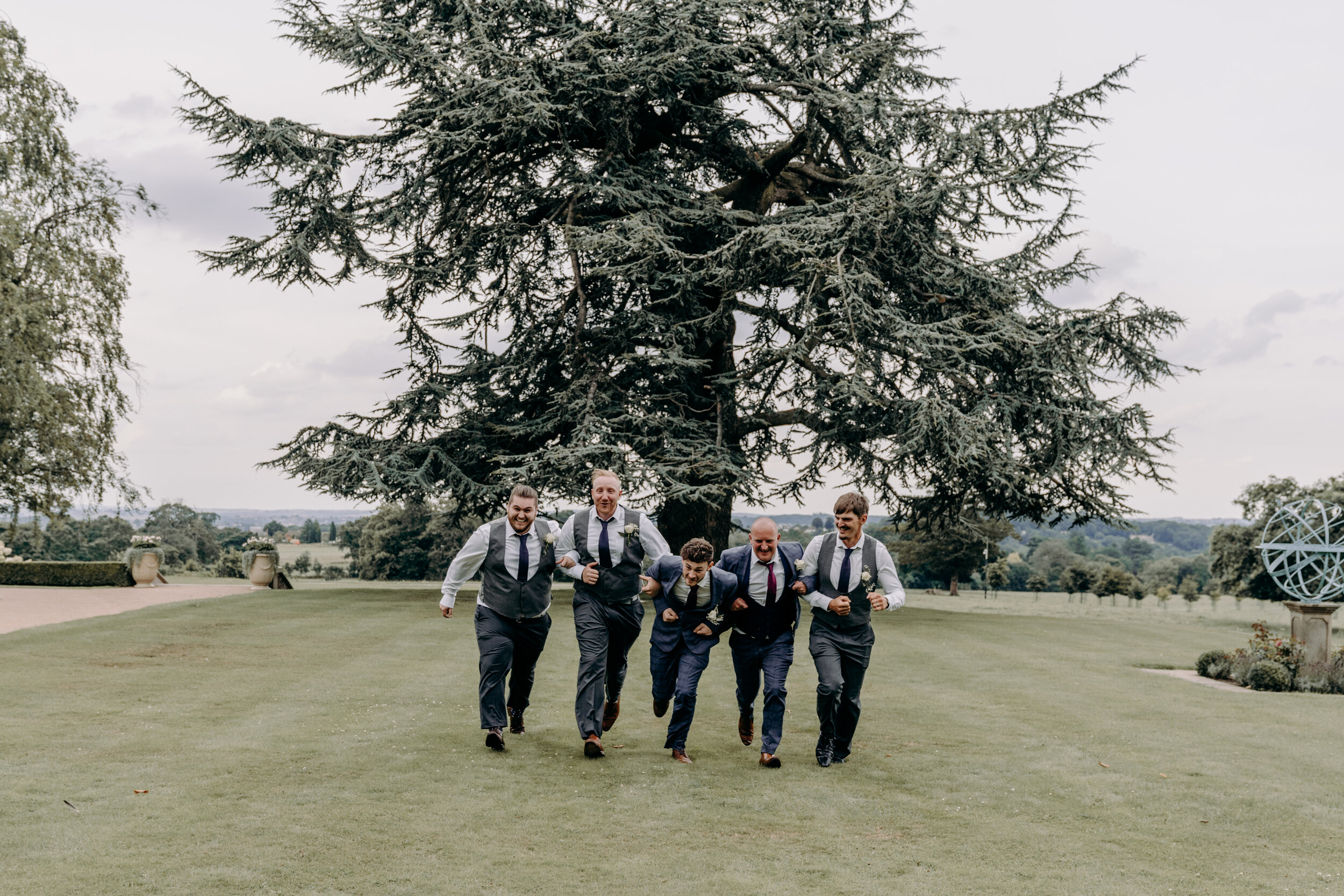 Fun groomsmen wedding photography