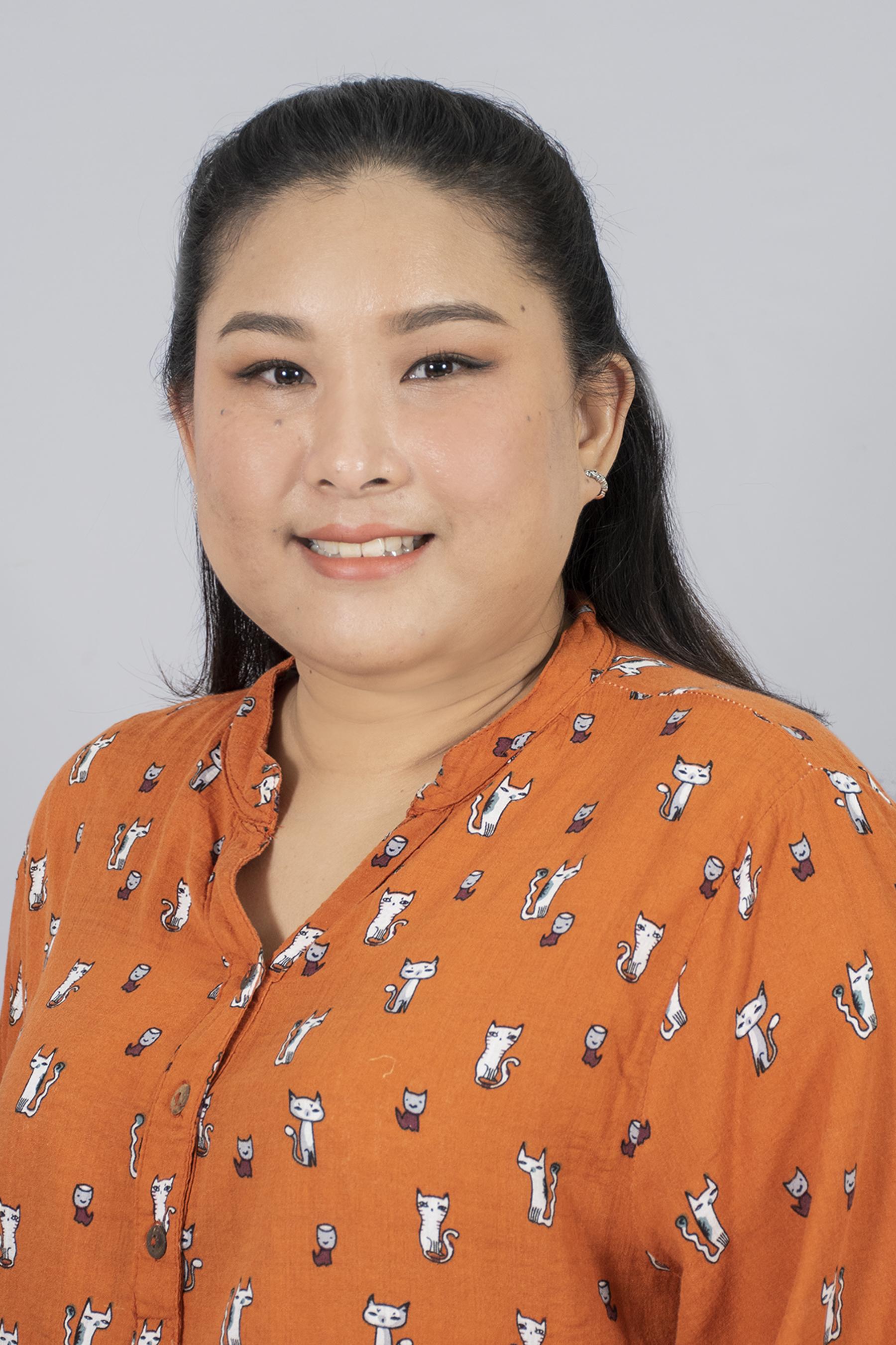 Papatsara Lohawech (Fern)   Thai