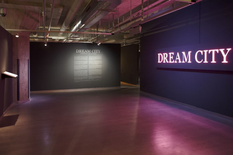 Dream City van 25 juni t/m 28 augustus 2012 in het Nederlands Fotomuseum in Rotterdam.