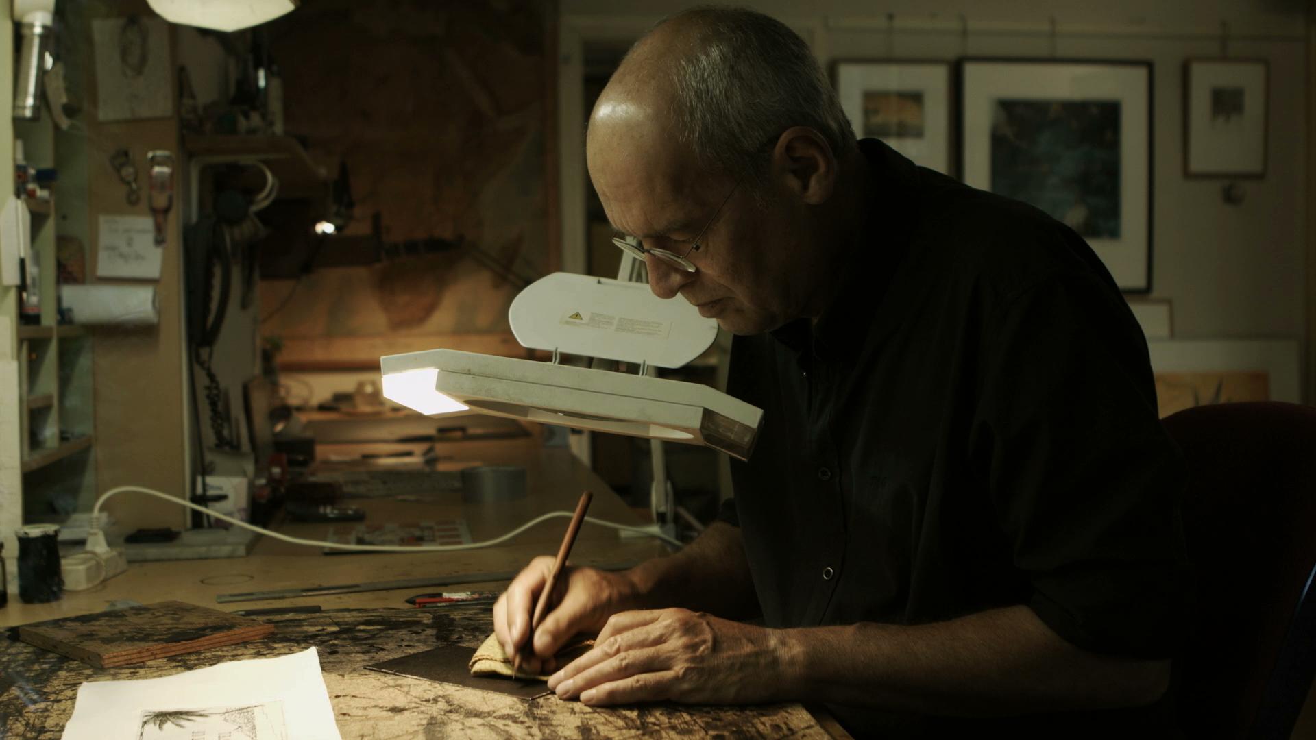 Rolf Weijburg in zijn atelier.