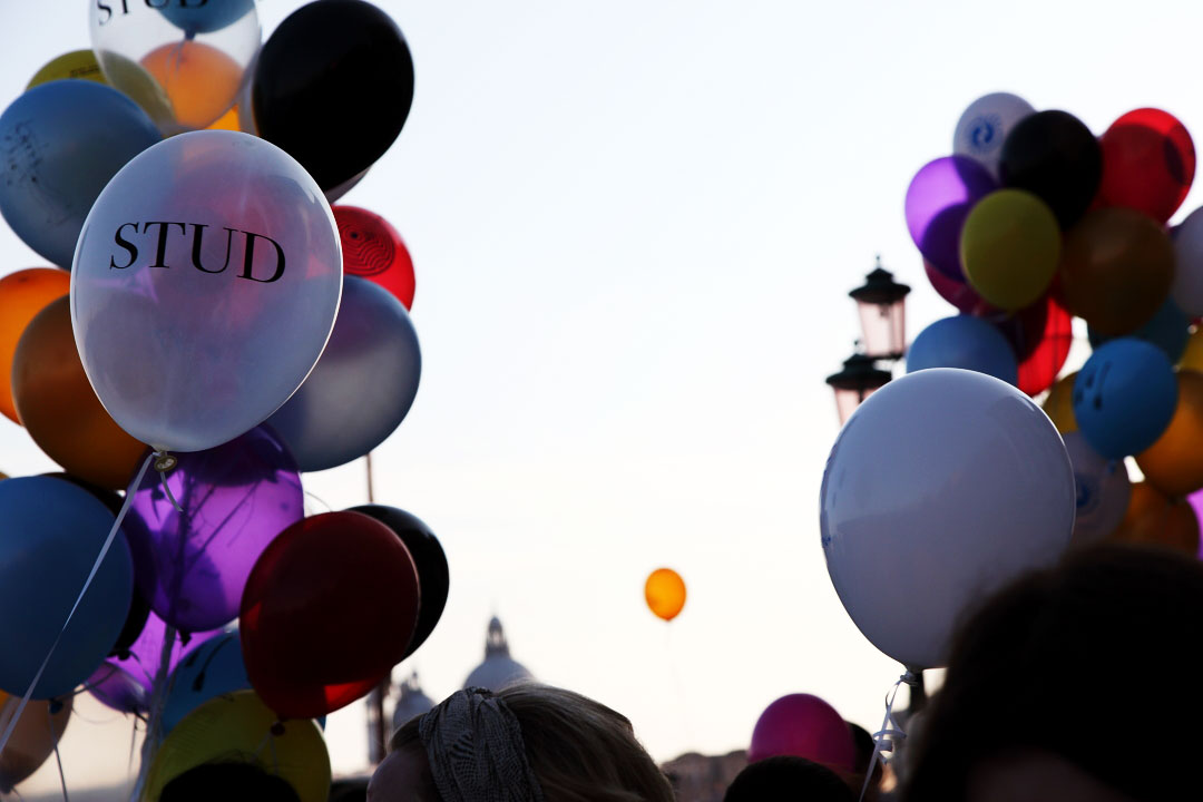 c-finley-balloons-venice-biennalle-2.jpg