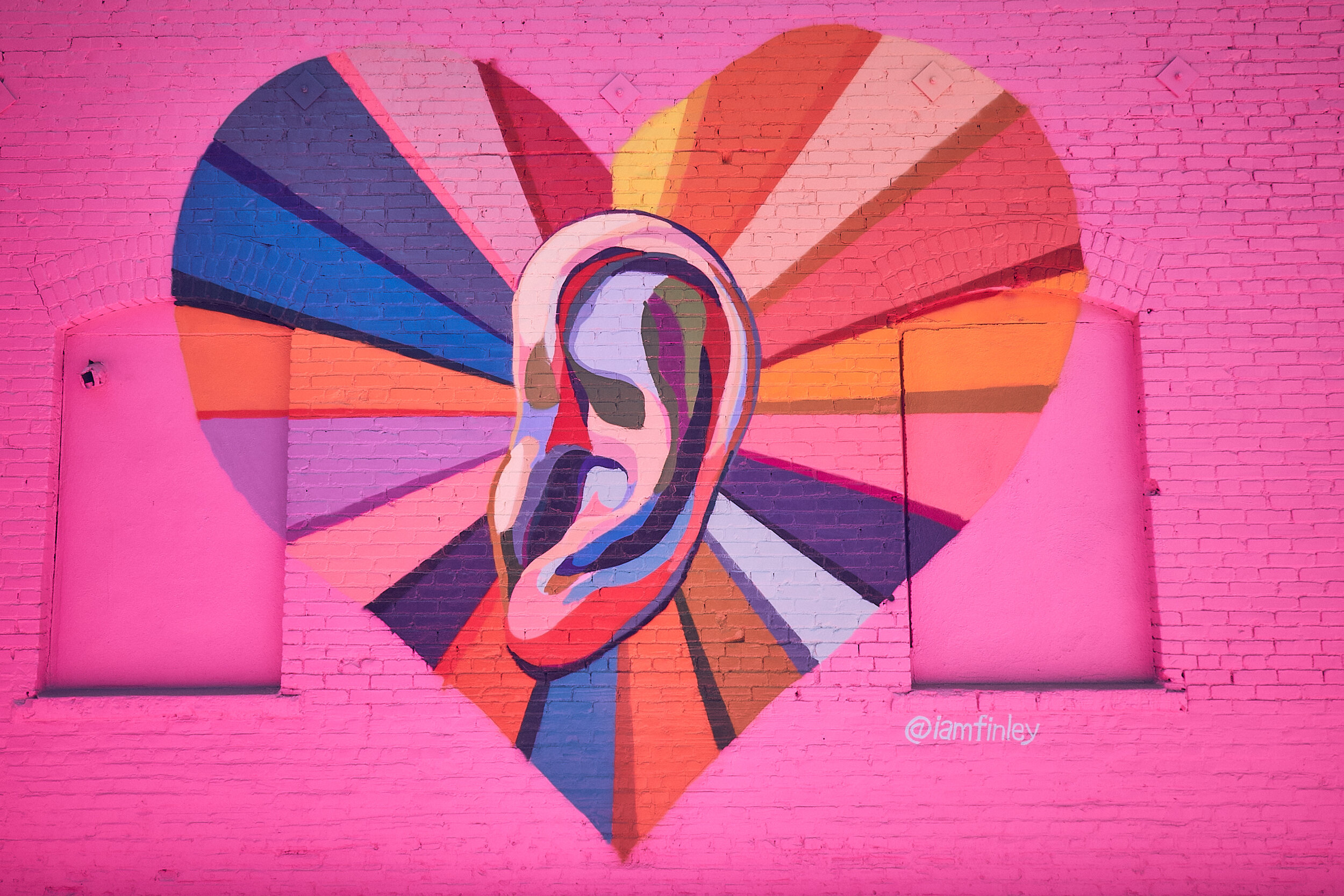 """'Listen To Your Heart"""" Los Angeles mural in collaboration with Pandora"""