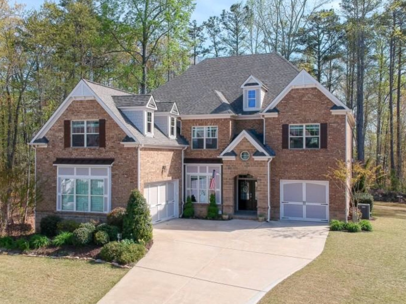 Sandy Springs - STUNNING 4BR 3/2, 3-side brick. Newly remodeled. Kitchen w/Thermador App/ leathered marble counters-custom cab Hardwoods throughout main. $125k in upgrades! You will not be disappointed!