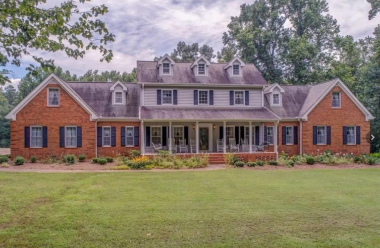 Alpharetta - Unlimited potential with this property! Almost 10 acres of established pasture which is completely fenced, with a magnificent home. This property is perfect for an estate, family compound or commercial property. Two masters on main.