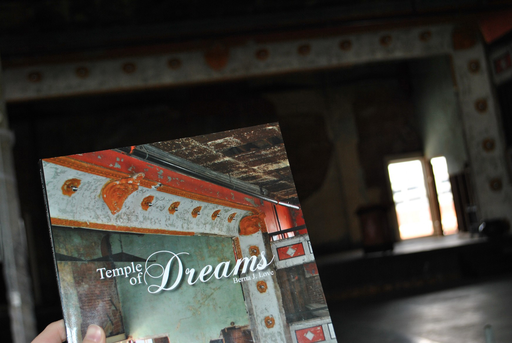 temple-of-dreams-stage.jpg