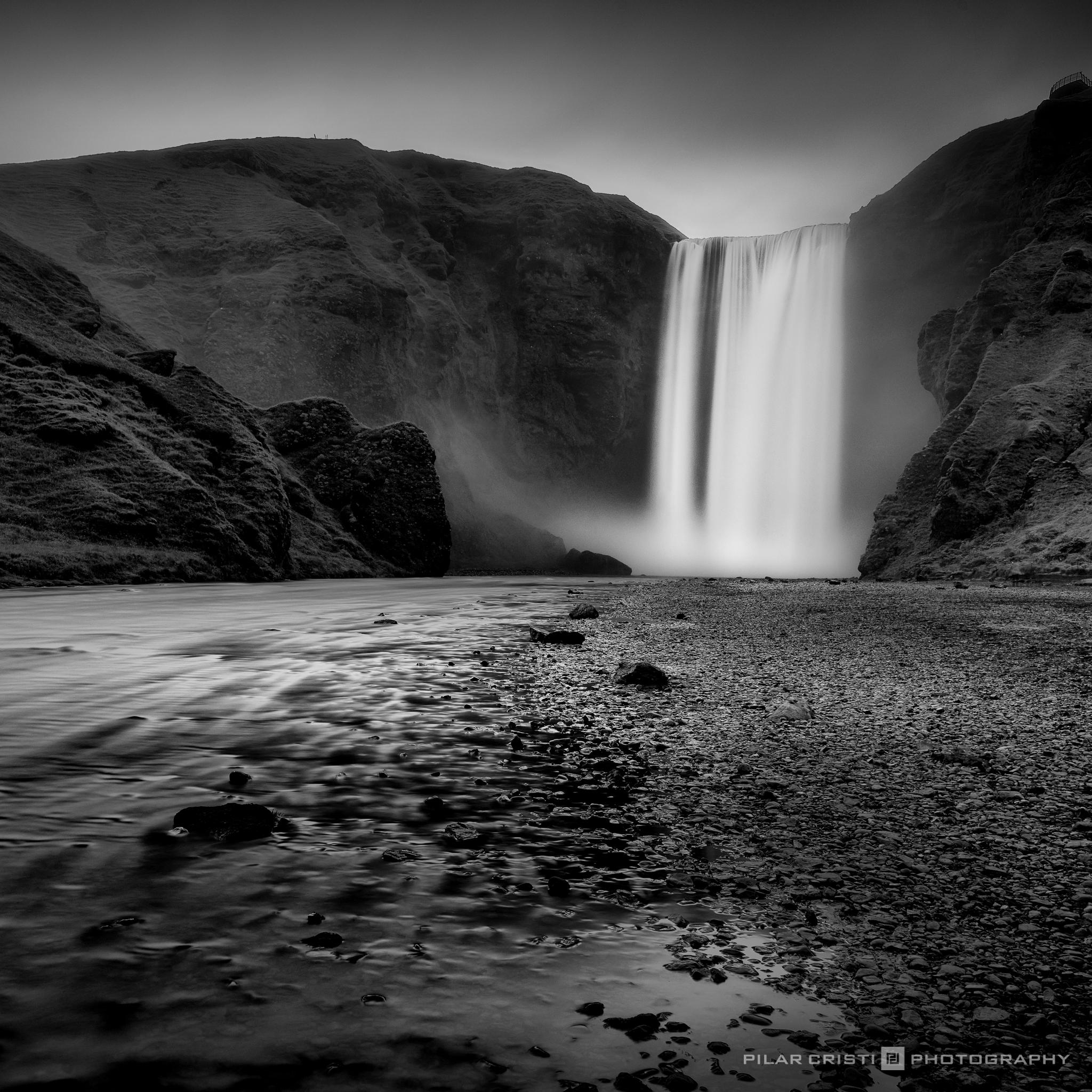 Iceland_Skogafoss.jpg