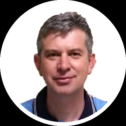 Sandro Viechnieski - Especialista no modelo Agro+Lean, médico veterinário, é sócio e gerente da Star Milk, propriedade referência em produção leiteira no Paraná. Iniciou a implantação do modelo na fazenda há mais de uma década e hoje atua como instrutor e mentor do programa.