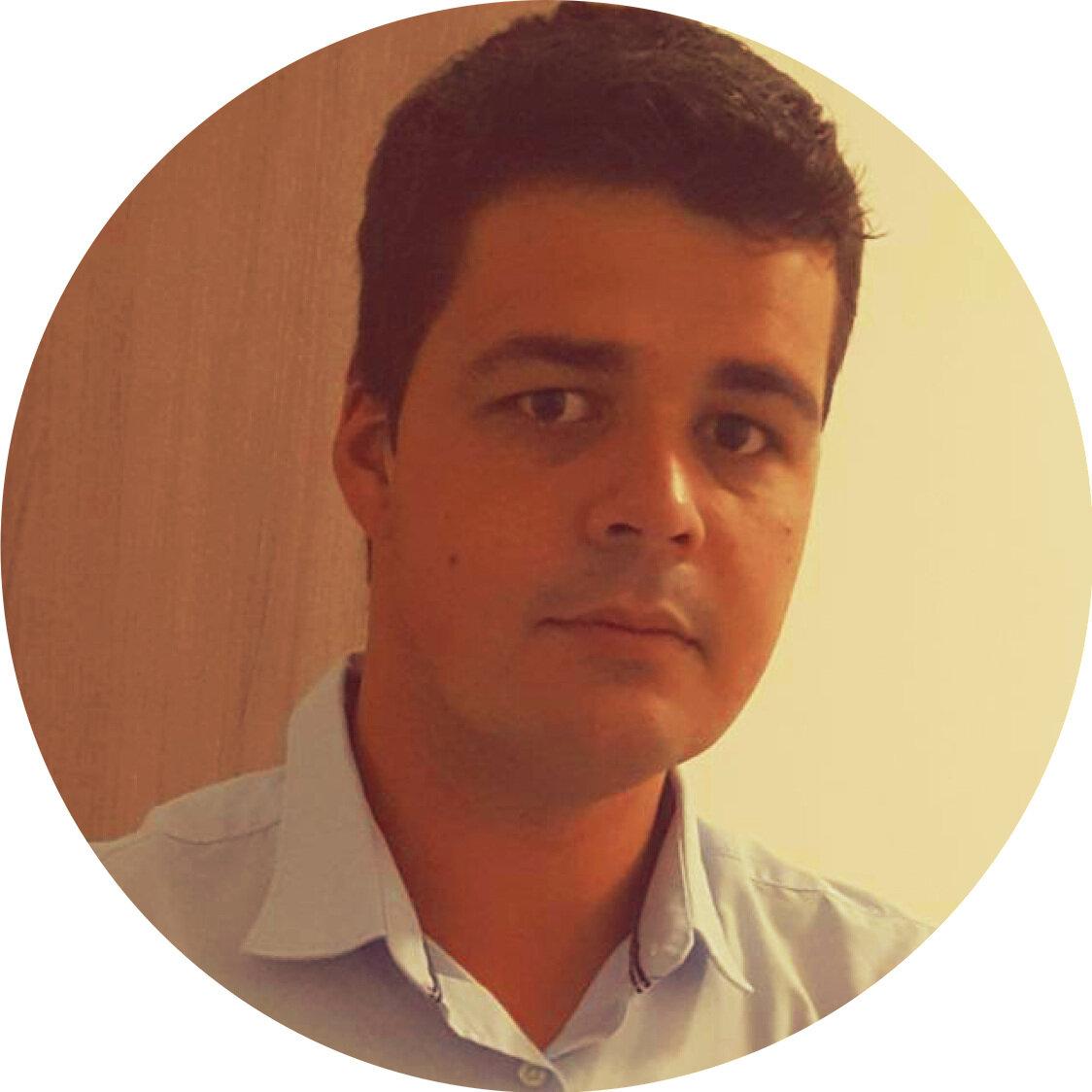 Felipe Zumkeller Garcia - Especialista na filosofia lean e no modelo Agro+Lean com grande experiência da gestão de fazendas de corte. Atua desde 2017 em projetos estratégicos em diversas áreas como leite, suínos e corte.