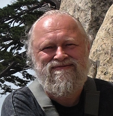 člen výkonné rady - Miloš BeranIng. Miloš Beran studoval potravinářství na Vysoké škole chemicko-technologické v Praze. Svůj profesní život spojil s Výzkumným ústavem potravinářským Praha, kde působí nepřetržitě od roku 1985. Věnuje se výzkumu v oblasti biotechnologií, fermentace, enzymologie, separace a analytické chemie a nyní především nanotechnologií. Je koordinátorem a vedoucím výzkumníkem řady projektů, spoluautorem odborných publikací a tvůrcem více než 60 užitných vzorů a 16 patentů. V posledních letech se aktivně věnuje technologii zpracování konopného semene pro potravinářské využití. V červnu 2019 byl zvolen členem výkonné rady CzecHemp.