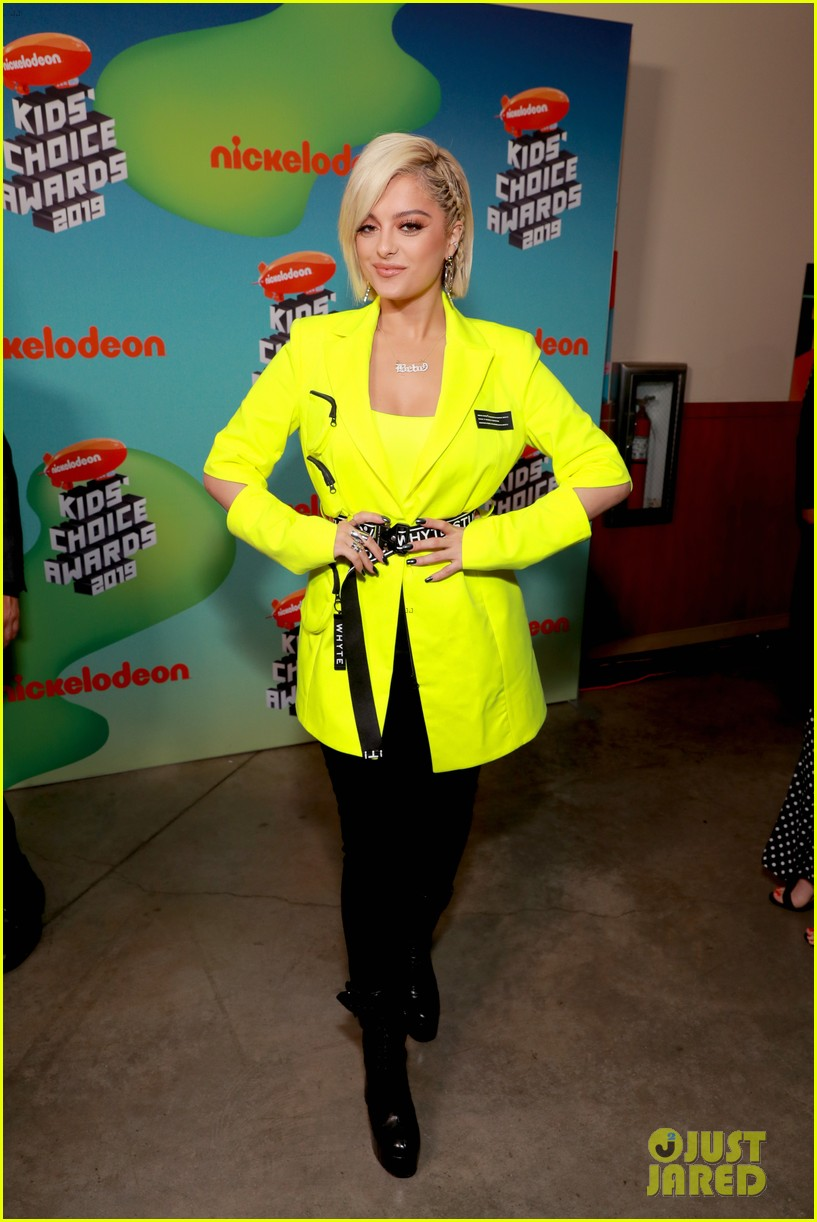 bebe-rexha-sports-neon-outfit-for-kcas-03.jpg
