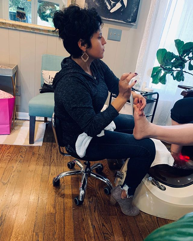 Tuesday Toes!🎃Come get a refreshing pedicure with our favorite nail tech, Roxanne! SWIPE▶️▶️
