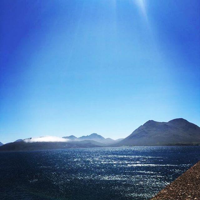 Beautiful day on the #isleofraasay ☀️#lovescotland #wildhighlanddrinksco #sunshine #scottishhighlands🥂