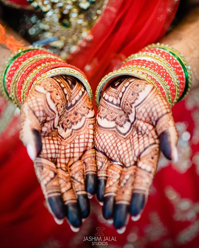 Some of our favorite bridal mehndi designs on #weddingwednesday 😍😍