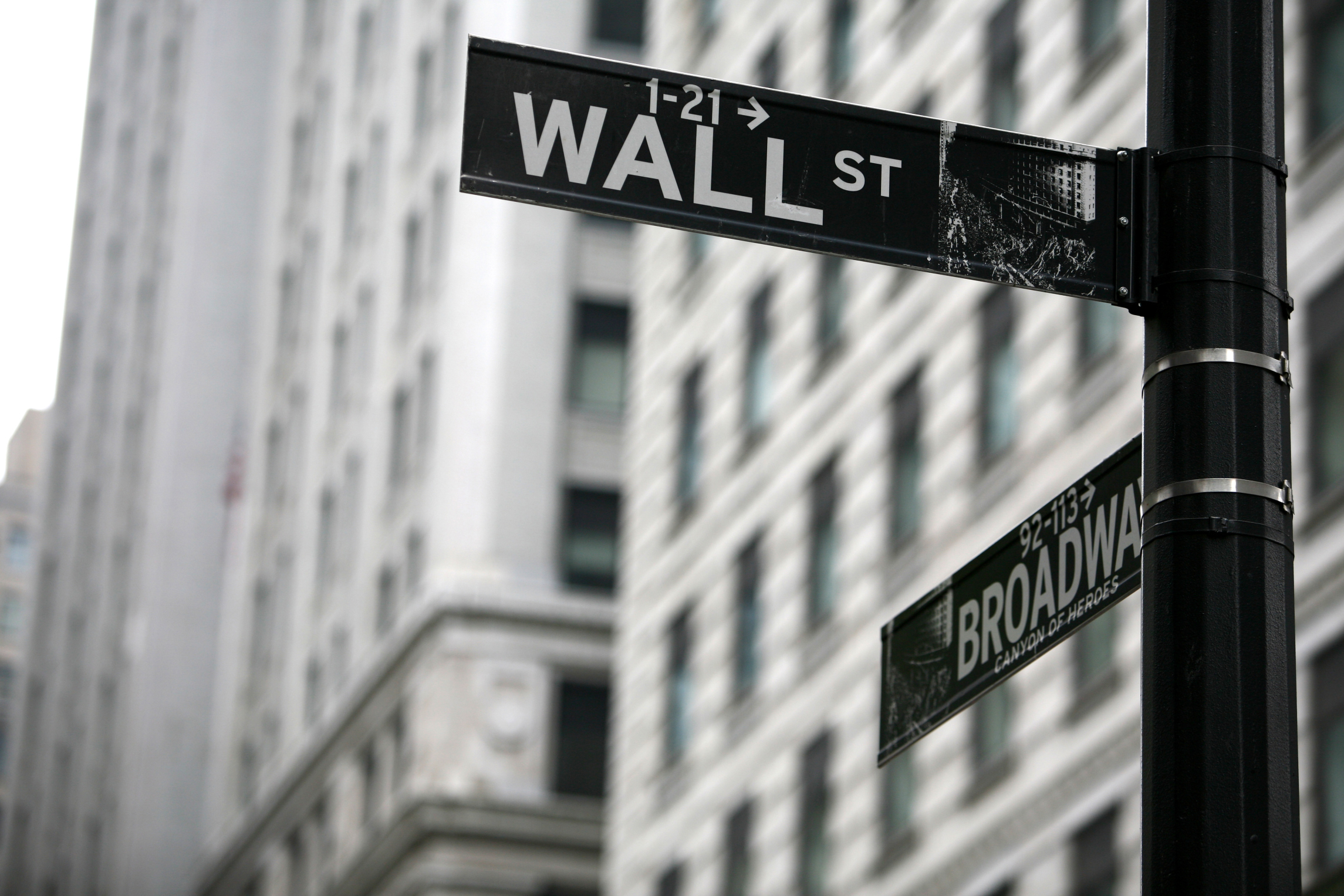 Billion-dollar RIAs are 4% of the market, but control 60% of the assets -