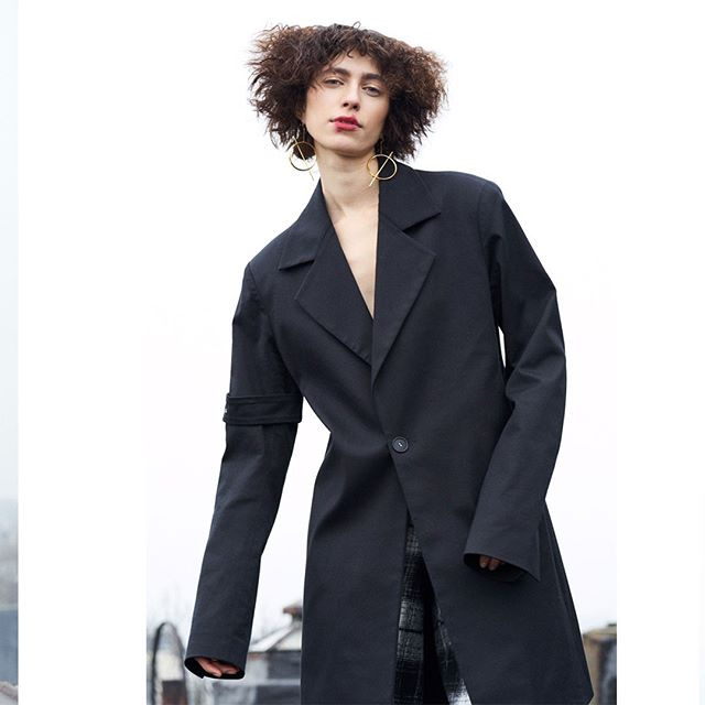 Loving how @stomatova is wearing our 'to the point' mens coat. 🖤#whenyouarethebestaccessory #BEdissimilis ⠀⠀ . . . . . . . . . . . #summerfashion #lotd #fashionweek #madeinnyc #newyorkfashion #instafashion #fashionista #stylish #instastyle #sustainablefashion #fashioninspo #trendalert #beautiful #fashioneditorial #sustainablefashion #style #fashion #stylediaries #instastyle #fashionaddict #fashionblog #fashiondiaries #styleblogger #fashiongram #streetstyle #streetchic #fashionlookbook #flyingsolonyc