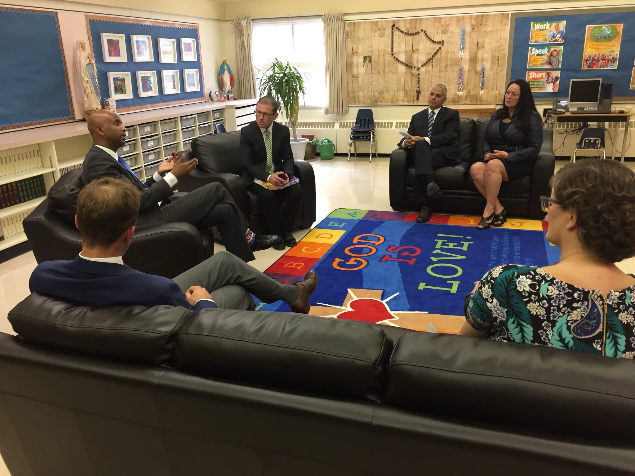 The Honourable Ahmed D. Hussen, Minister of Immigration, Refugees and Citizenship, visits Saskatoon schools.