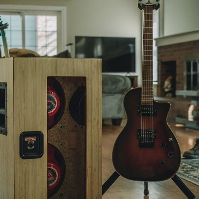 Wow! Shout out @silvermountainhemp a company that makes guitars COMPLETELY out of sustainable hemp based materials.  Check them out as well as @coloradohemp  #hemp #hempway #industrialhemp #hempguitars #natural
