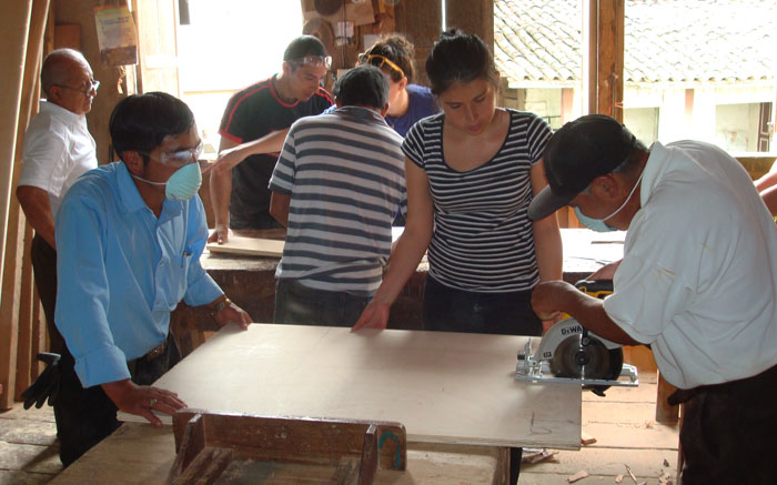 Making the Wood Mold. From L to R: a local rotary member observing, Hugo, Fabian, Jose (striped polo), OHorizons Executive Director Natalie Relich (yellow sunglasses), Isabel (translator & volunteer), & Evelio.