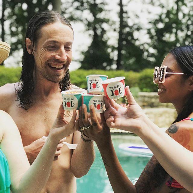 Poolside fun 💦
