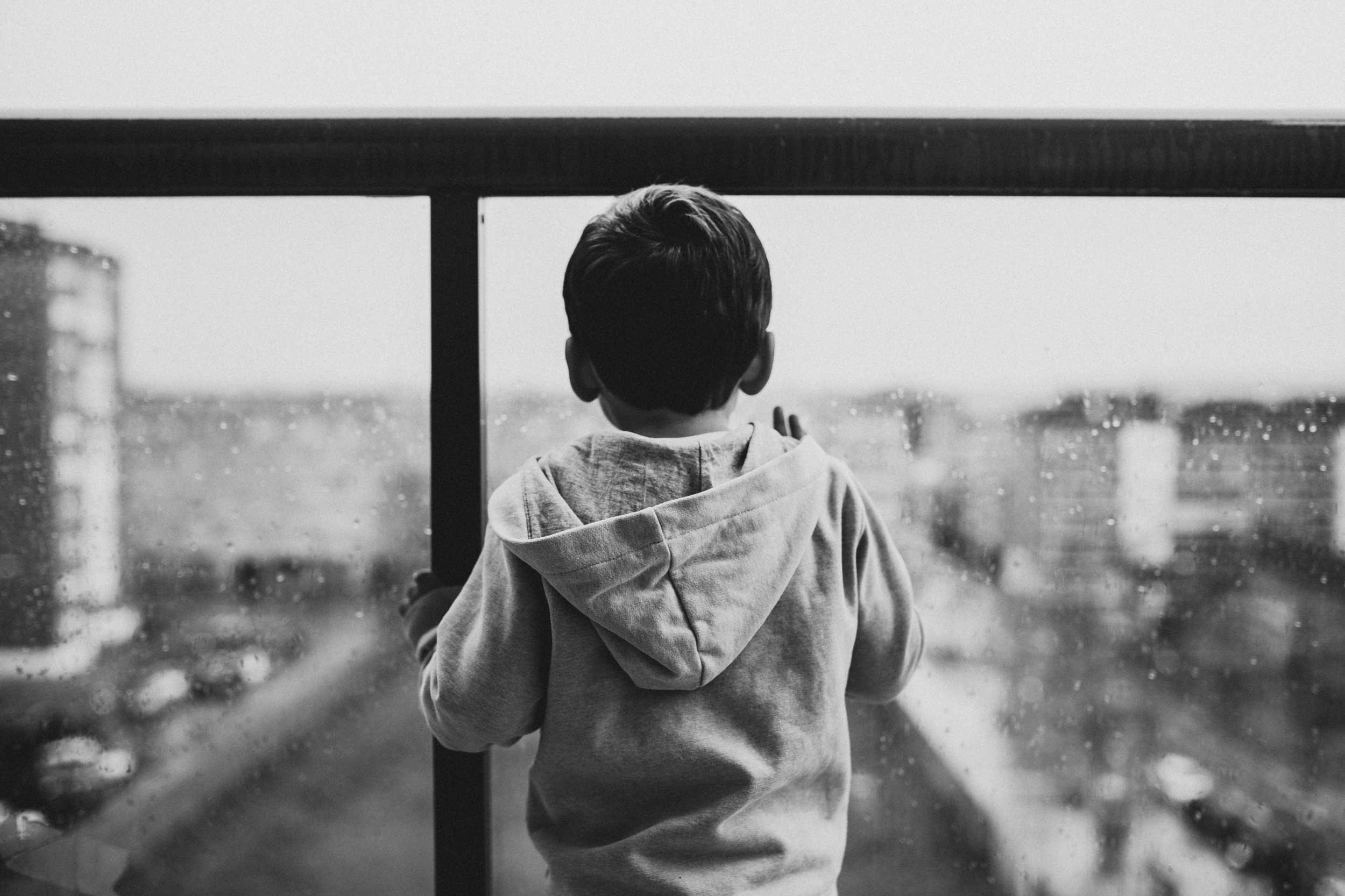 back-view-black-and-white-boy-827993b.jpg
