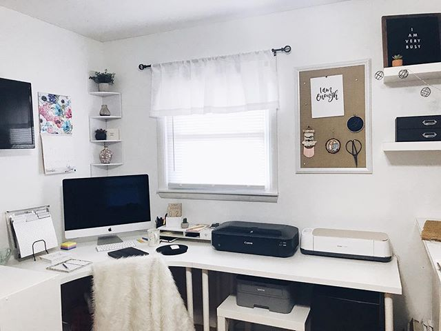 My Sunday sanctuary 😍 where do you go when you feel like you need to get away from the world? Spending time with yourself is needed on a regular basis. Need to do it more often for myself. 🖤 . . . . . . . #sundaysanctuary #designerspace #artistrooms #officespace #creativeroom #craftspace #etsyshops #etsyowner #bossbabeofficial #moderncalligrapher #createsomethingeveryday #smallbusinesslife #letteringlifestyle #letteringforlife #letteringlife