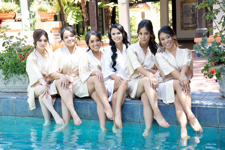 Mayara&Adrian Girls in pool.jpg