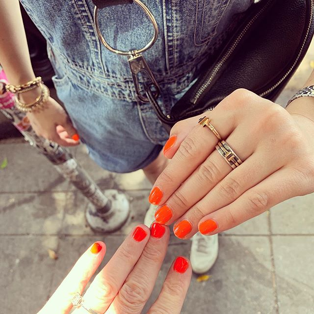 Obvi my #nailgame is #onpoint. Bumped into G and our nails are matchy. 👌🏻💅🏻🧡