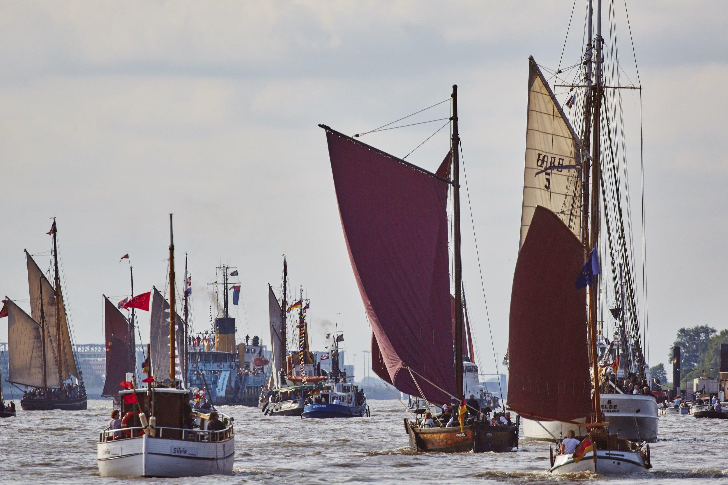 Traditionsschiffsparade beim Elbfest 2016_low Foto www.malzkornfoto.de.jpg